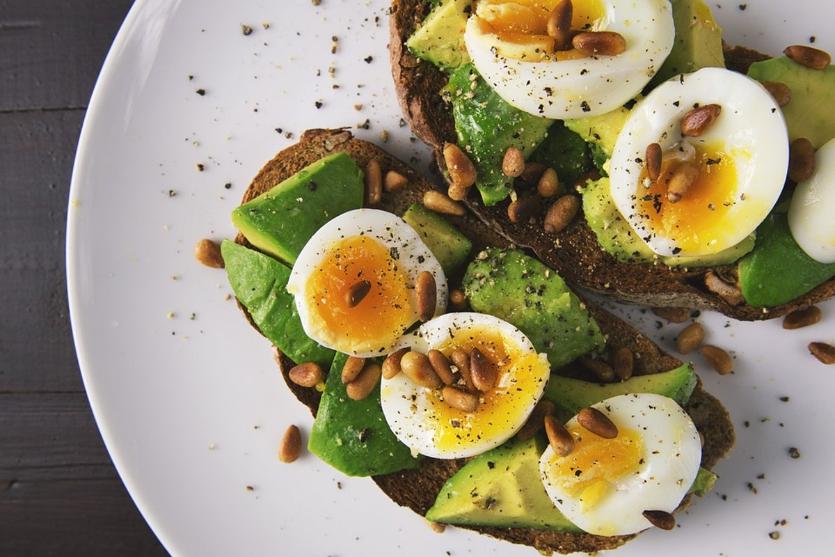 Avocado-Bread-Toasted-Toast-Egg-Food-Eggs-2673724-1