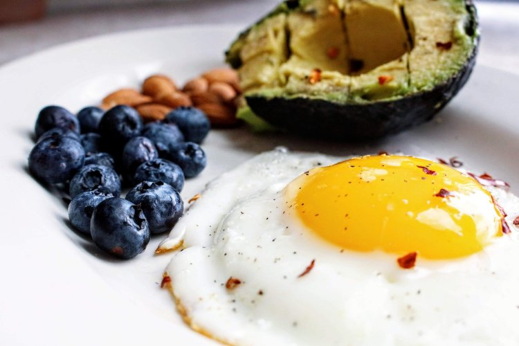 tasty-egg-avocado-and-blueberries-750x500